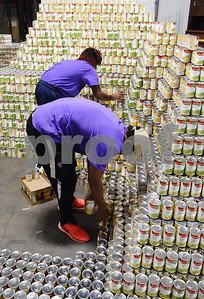 brookshires-strives-for-world-record-in-stacking-cans