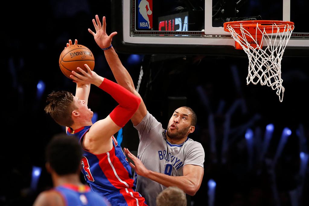 . Brooklyn Nets\' Jerome Jordan, right, defends a shot from Detroit Pistons\' Jonas Jerebko, of Sweden, during the third quarter of an NBA basketball game Sunday, Dec. 21, 2014, in New York. Brooklyn won 110-105. (AP Photo/Jason DeCrow)