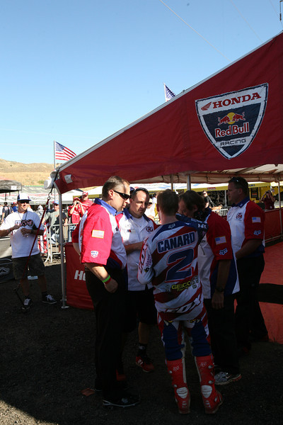 Canard, DeCoster, and Mike Larocco. It wasn't long after the qualifer win that Laracco was showing Canard a track map and where he was losing time to Roczen.