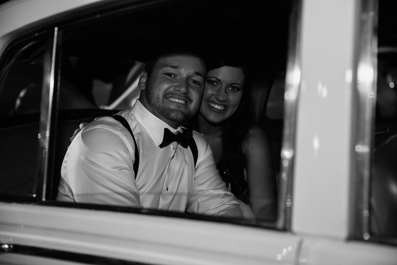 1201_Josh+Lindsey_WeddingBW.jpg
