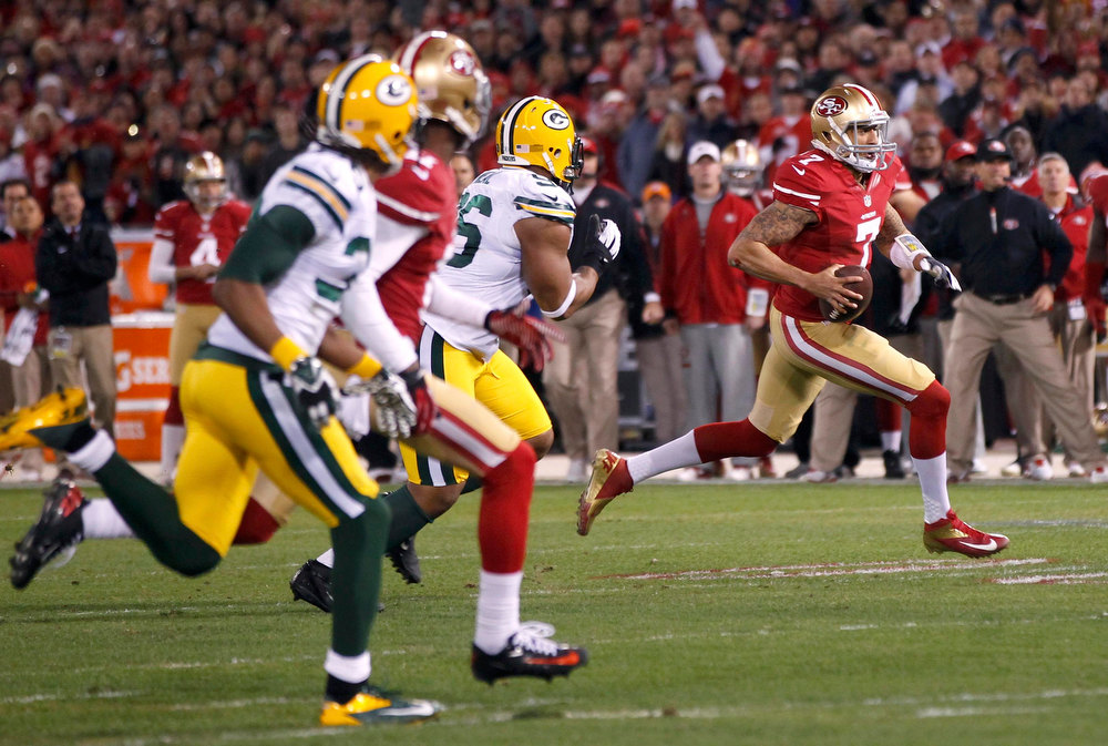 Description of . San Francisco 49ers quarterback Colin Kaepernick runs for a touchdown against the Green Bay Packers in the first quarter during their NFL NFC Divisional playoff football game in San Francisco, California, January 12, 2013.  REUTERS/Robert Galbraith