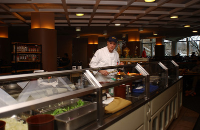 22929 FOOD BAR, CHEF AND STUDENTS AT THE TOWERS CAFETERIA