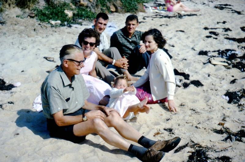 1964-12 Alex, Kim, Gill, Nigel  & 2 don't know.jpg