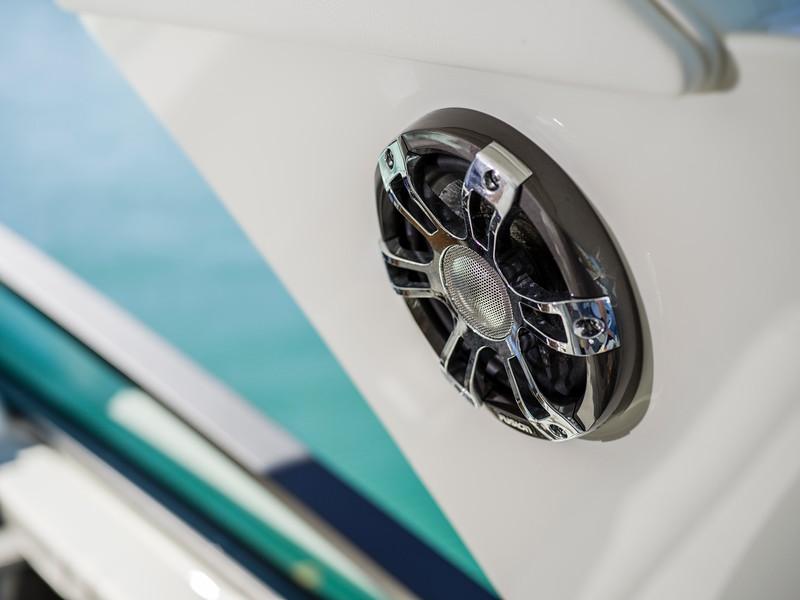 2020-SLX-R-400-e-Outboard-fusion-speaker-01.jpg