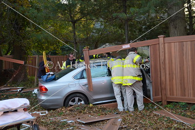 20131028 - Locust Valley - Car Vs Tree