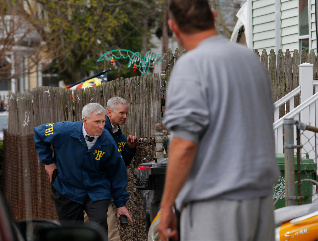 . FBI agents search homes for the Boston Marathon bombing suspects in Watertown, Massachusetts April 19, 2013. REUTERS/Brian Snyder