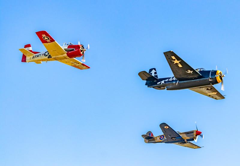 Warbirds formation flight T28 Trojan, Gruman Avenger, P40 Kittyhawk