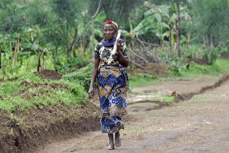 070115 4359 Burundi - on the road to Karera Falls _E _L ~E ~L.JPG