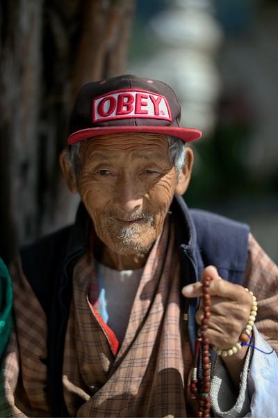 old man praying.jpg
