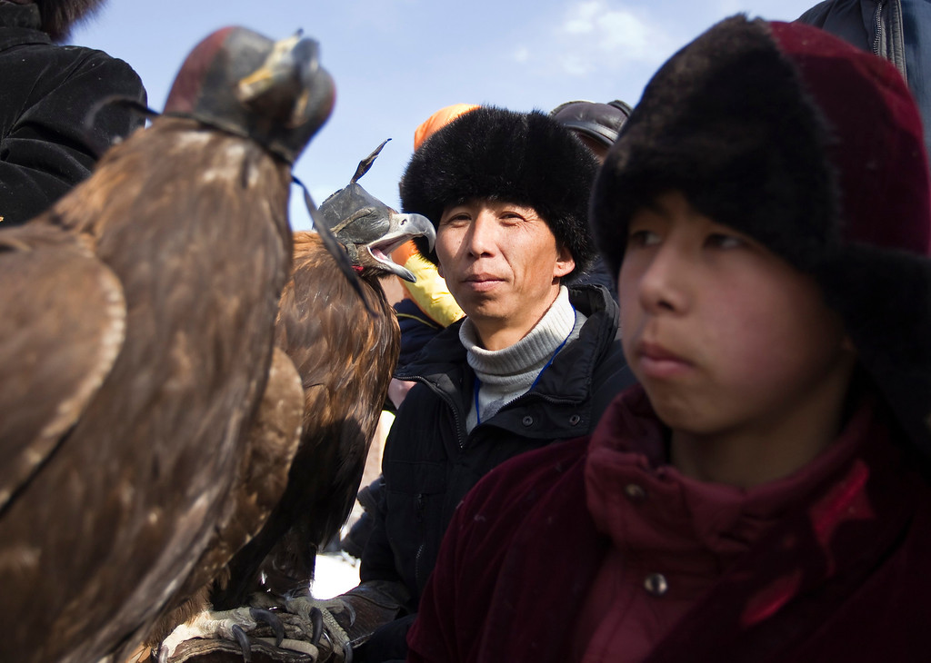 . Kazakh hunters wait with their tamed golden eagles during an opening ceremony of an annual hunting competition in Chengelsy Gorge, some 150 km (93 miles) east of Almaty February 23, 2013. REUTERS/Shamil Zhumatov