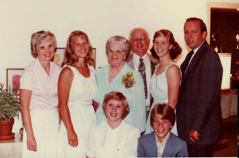 family photo1981.jpg
