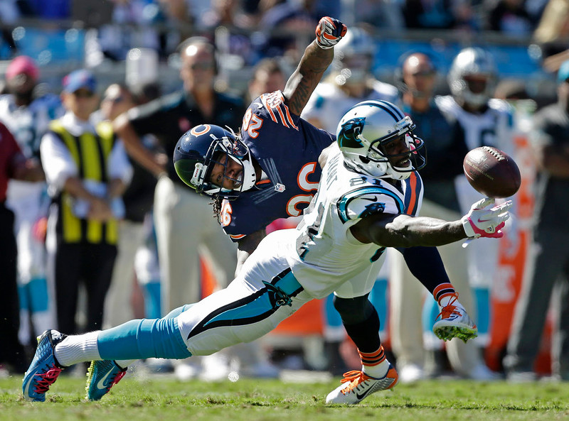 . Carolina Panthers\' Jason Avant (81) reaches for a catch as Chicago Bears\' Tim Jennings (26) defends during the second half of an NFL football game in Charlotte, N.C., Sunday, Oct. 5, 2014. (AP Photo/Bob Leverone)