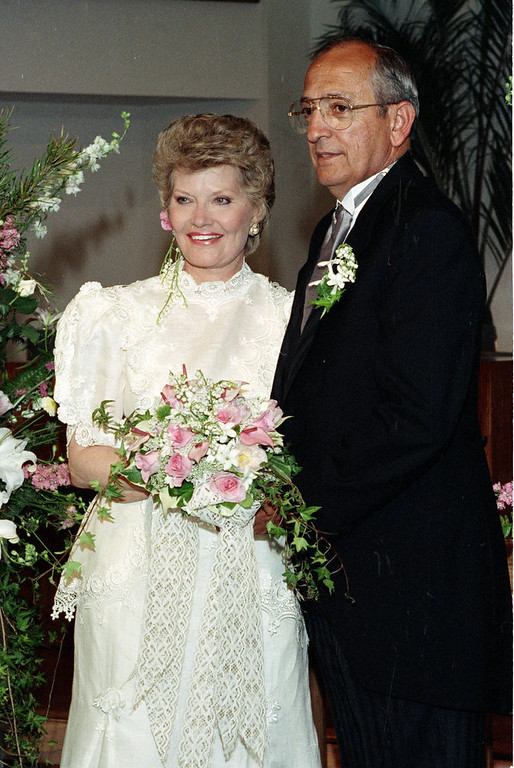 ". Singer Patti Page, left, poses with her husband Jerry Filiciotto in Solana Beach, Ca., May 12, 1990.  Page is best known for her 1950 recording of ""Tennessee Waltz.\""  Filiciotto is an aerospace consultant and a former president of Rohr Industries.  (AP Photo/Ron Wimmer)"