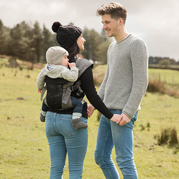 Izmi_Baby_Carrier_Breeze_Mid_Grey_Lifestyle_Back_Carry_Couple_Looking_At_Each_Other.jpg