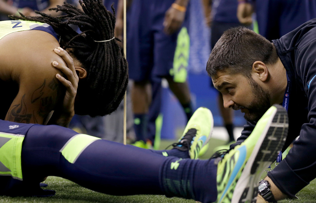 . Florida State wide receiver Kelvin Benjamin, left, is checked by Joe Kenn at the NFL football scouting combine in Indianapolis, Sunday, Feb. 23, 2014. (AP Photo/Nam Y. Huh)