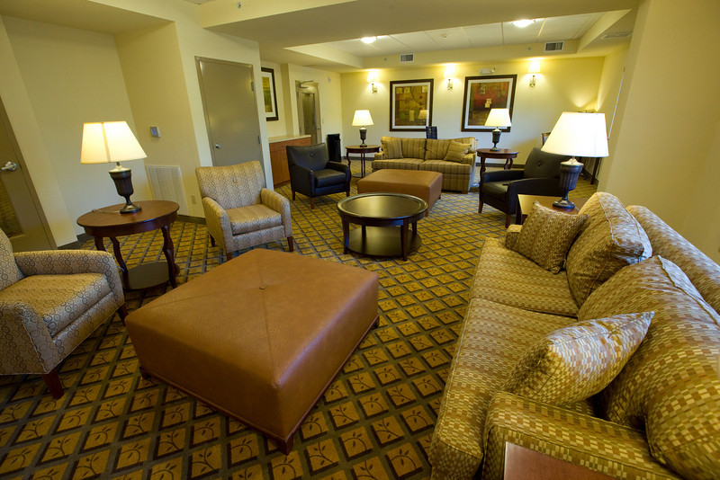 CANDLEWOOD SUITES FORT MYERS Living Room022.jpg