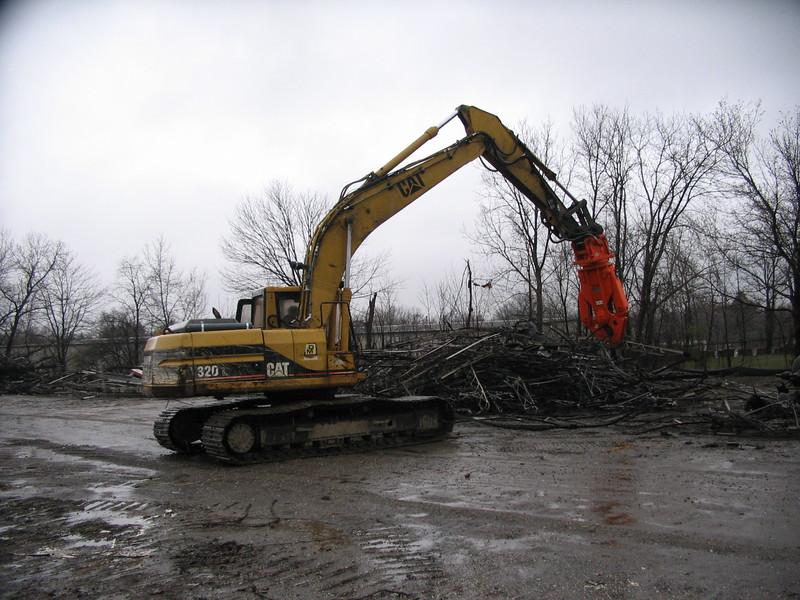 NPK M20K demolition shear on Cat excavator-C&D recycling (2).JPG