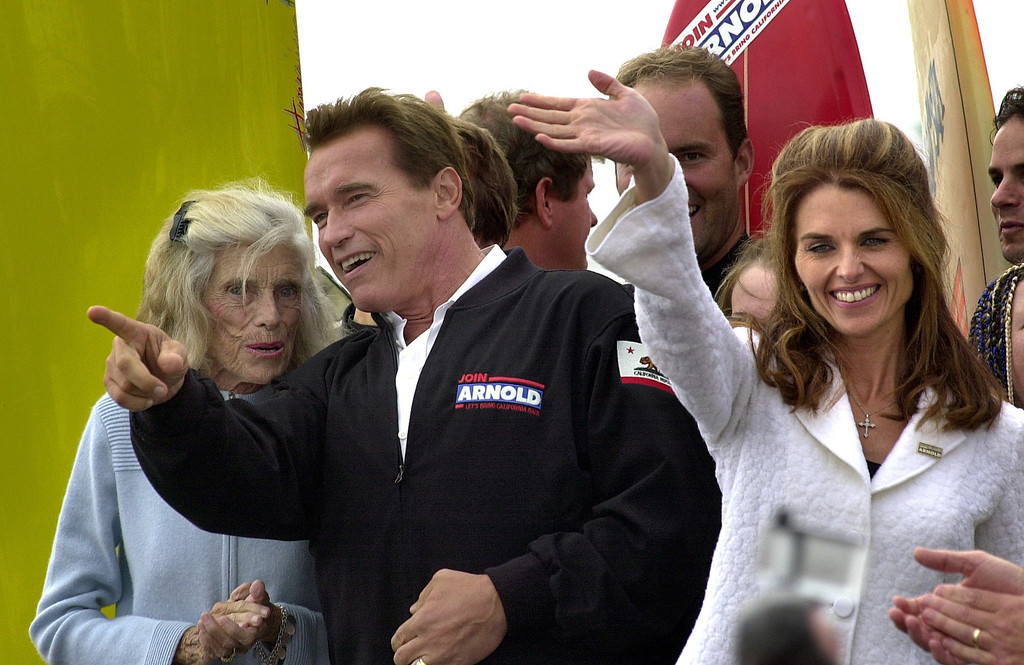 . 10/6/03 - Arnold Schwarzenegger candidate for California Governer talks to the mother of his wife Eunice Kennedy Shriver as his wife Maria Shriver waves at supporters at the Hungtington Beach Pier, a ralley the day before the recall election.