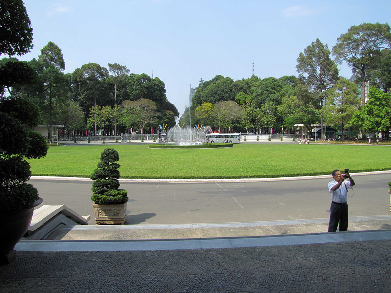 03-Looking back from entry to the Reunification Palace — formerly the Presidential palace under Nguyễn Văn Hiếu until 1975.