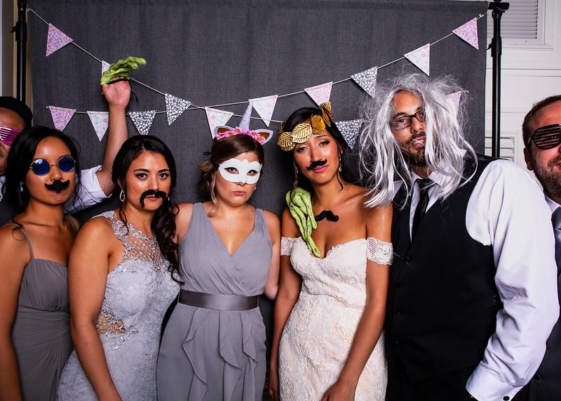 Montreal_Wedding_Photographer_Lindsay_Muciy_Photography+Video_M&E_PHOTOBOOTH_136.jpg