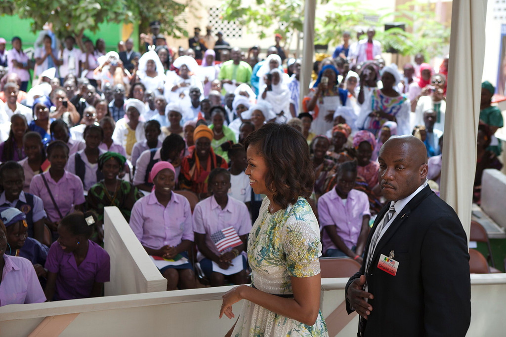 . U.S. first lady Michelle Obama greets students at Martin Luther King middle school, an all-girls school in Dakar, Senegal June 27, 2013. U.S. President Barack Obama and his wife Michelle are visiting Senegal until June 28 before travelling to South Africa and Tanzania.  REUTERS/Joe Penney