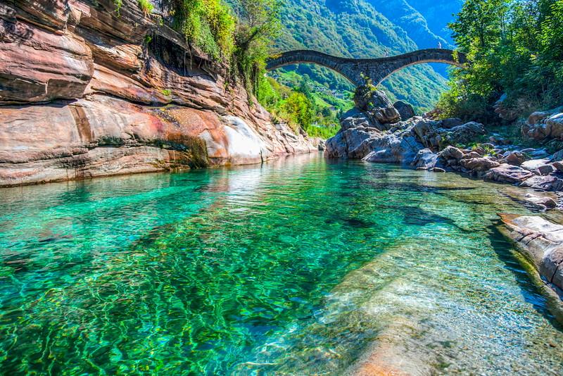 The reason why Lavertezzo is called the Swiss Maldives! In frame: Ponte dei Salti. Source: faigirarelacultura.ch