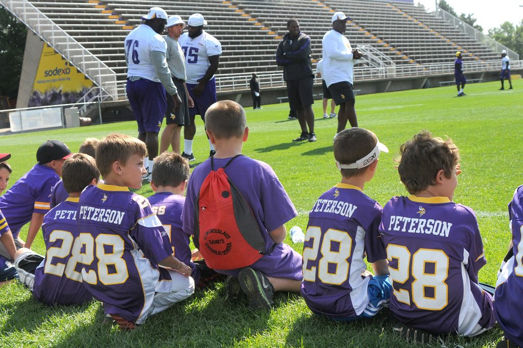 ". A slew of ""Adrian Juniors\"" gather on the sidelines to catch a glimpse of their hero during the Vikings\' morning drills.   (Pioneer Press: John Doman)"