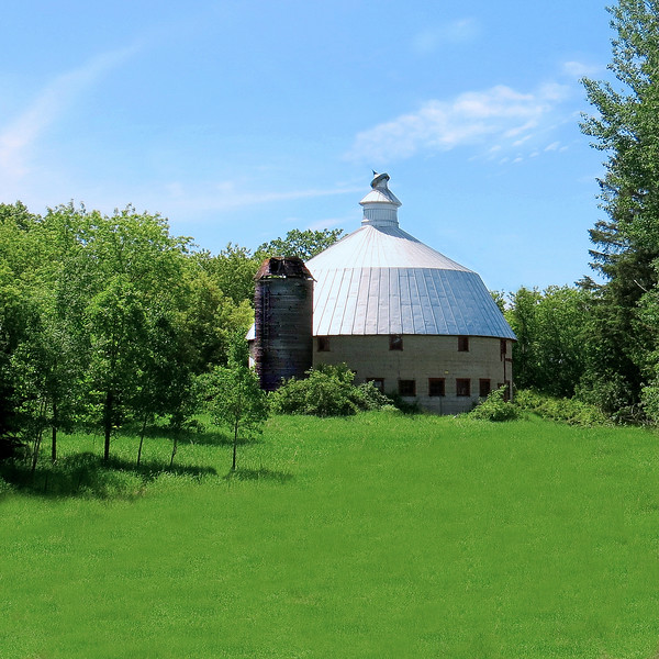 ROUND BARN WITH DQ TOP
