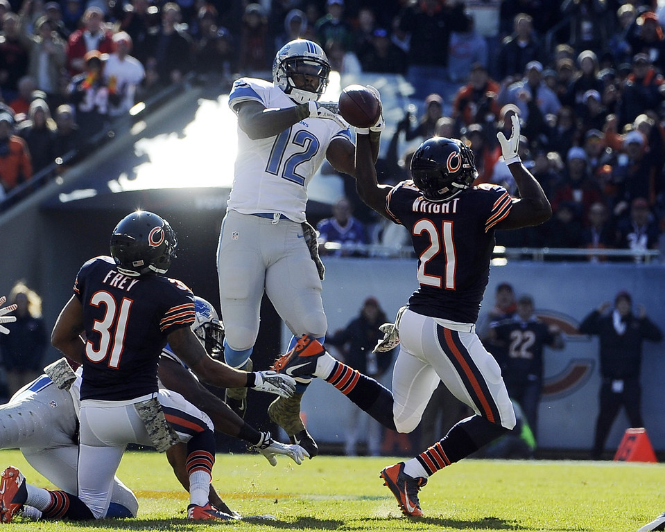. Major Wright #21 of the Chicago Bears and Jeremy Ross #12 of the Detroit Lions go up for the ball during the first half on November 10, 2013 at Soldier Field in Chicago, Illinois. (Photo by David Banks/Getty Images)