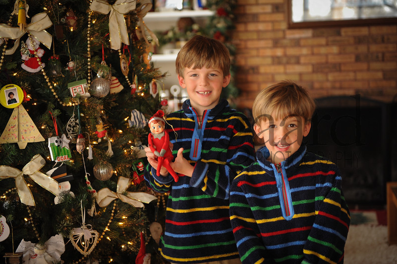 12-29-17 Hunter and Parker Edwards with the Elf-1.jpg