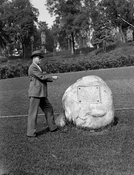 1937, Stolen Plaque