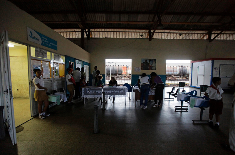 . Election officials set up a special polling station at Havana\'s main train station February 3, 2013. Cubans go to polls to elect National Assembly representatives. REUTERS/Desmond Boylan