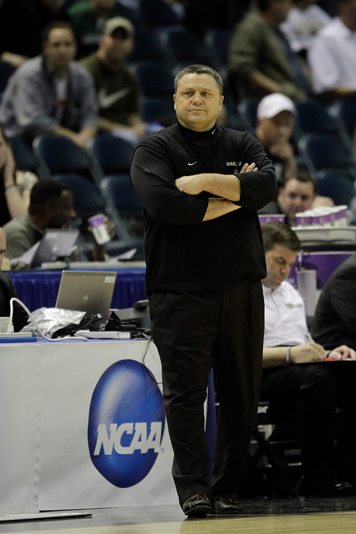 . Oakland\'s coach Greg Kampe against Pittsburgh in the second half of an NCAA first-round college basketball game in Milwaukee, Friday, March 19, 2010.(AP Photo/Morry Gash)