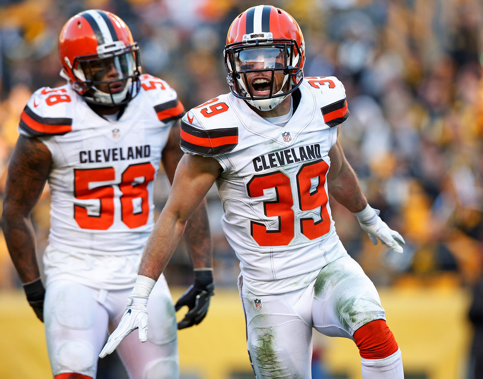 . Cleveland Browns free safety Ed Reynolds (39) celebrates sacking Pittsburgh Steelers quarterback Landry Jones during the second half of an NFL football game in Pittsburgh, Sunday, Jan. 1, 2017. (AP Photo/Jared Wickerham)