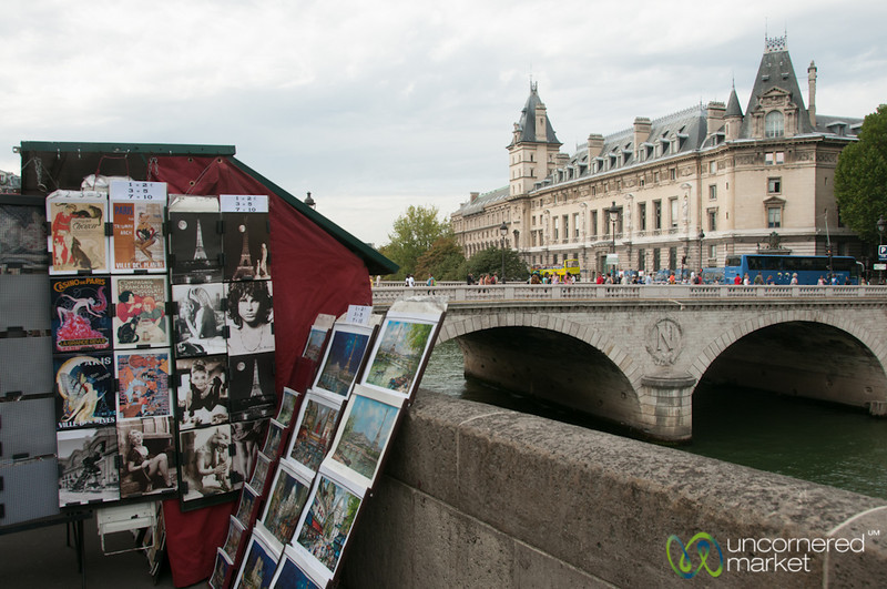 Les Bouquinistes along La Seine - Paris