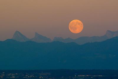 Moonrise Route de Pregny