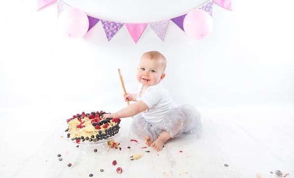 Elodie cake smash