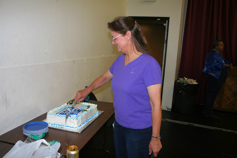 Lois cutting the cake