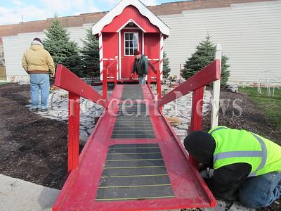 11-19-15 NEWS Santa's house