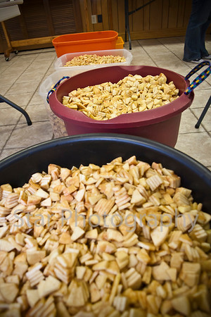 Valley Forge Methodist Church Peeling Apples for apple butter 10-14-11