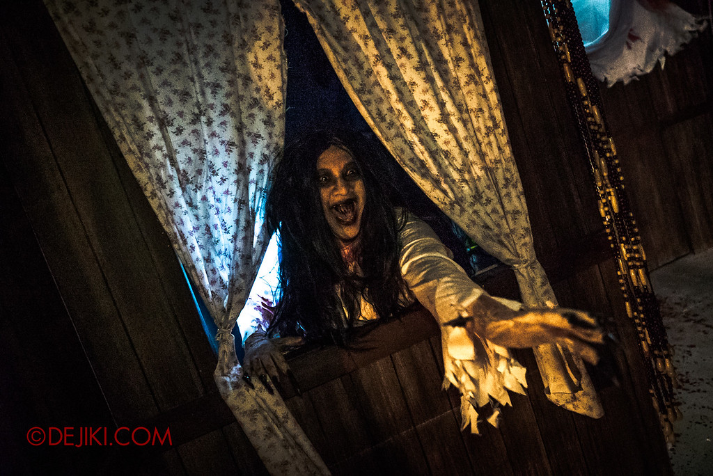 USS Halloween Horror Nights 8 – Pontianak haunted house – Pontianak attack from the windows