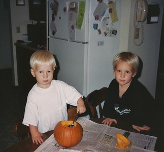 1992-10 Carving Pumpkins