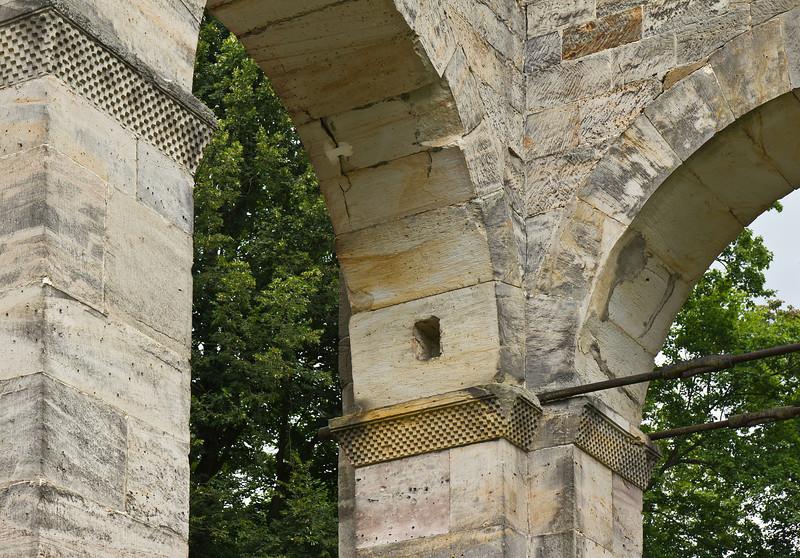 Paulinzella: Details des südwestlichen Vierungspfeilers