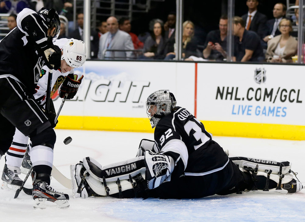 Description of . Los Angeles Kings goaltender Jonathan Quick (R) makes a save on a shot by Chicago Blackhawks Andrew Shaw during the first period of their NHL hockey game in Los Angeles, California, January 19, 2013. REUTERS/Lucy Nicholson