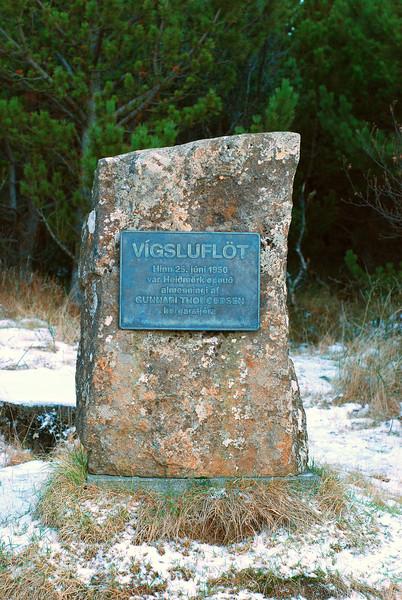 Bautasteinn við Vígsluflöt
