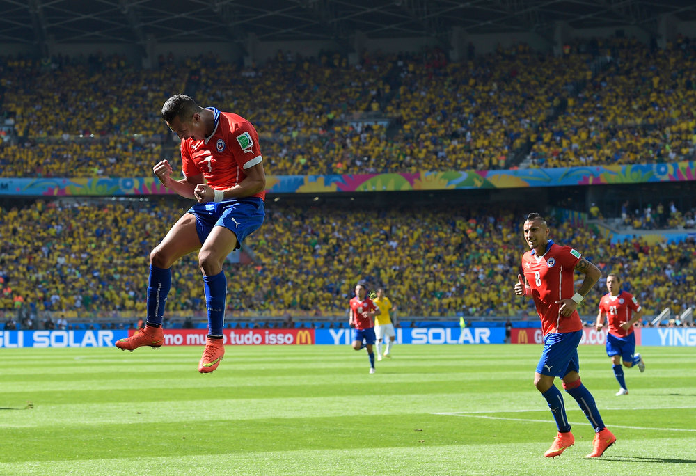 . Chile\'s Alexis Sanchez celebrates after scoring his side\'s first goal during the World Cup round of 16 soccer match between Brazil and Chile at the Mineirao Stadium in Belo Horizonte, Brazil, Saturday, June 28, 2014. (AP Photo/Manu Fernandez)
