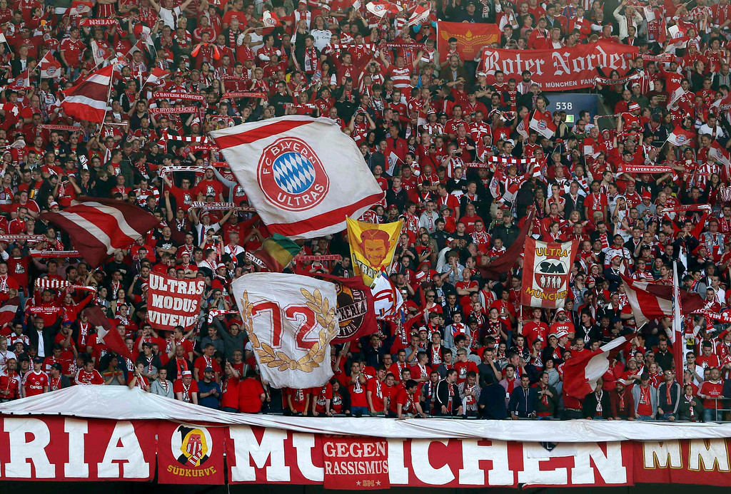 . Bayern Munich fans cheer before the Champions League final soccer match against Borussia Dortmund at Wembley stadium in London May 25, 2013.     REUTERS/Stefan Wermuth