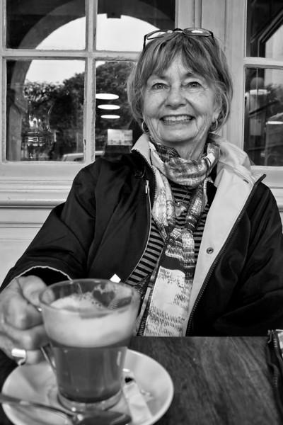 Judy Paris cafe  B&W0731.jpg