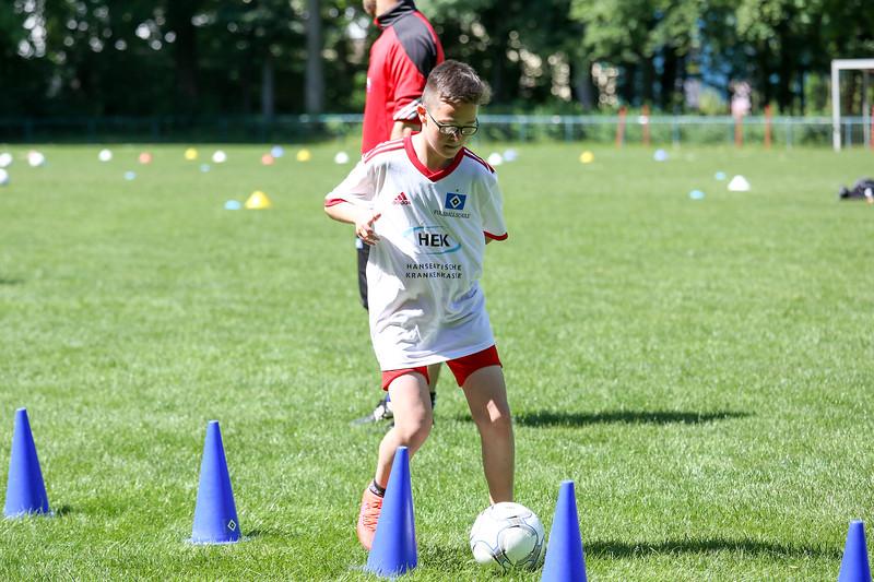 hsv_fussballschule-350_48047954496_o.jpg