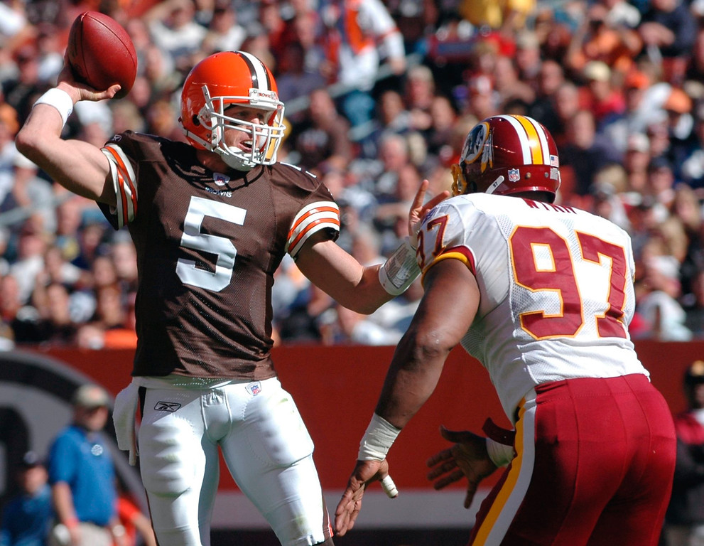 . News-Herald file Browns quarterback Jeff Garcia throws a touchdown pass to tight end Aaron Shea as Redskins\' defensive lineman Renaldo Wynn applies pressure during the first half of Sunday\'s Browns 17-13 victory at Cleveland Browns Stadium.